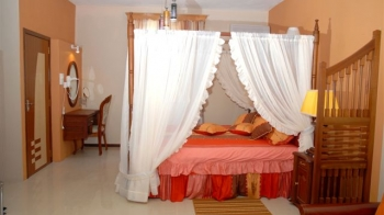 Immediate Availability Holiday Rental Villas
